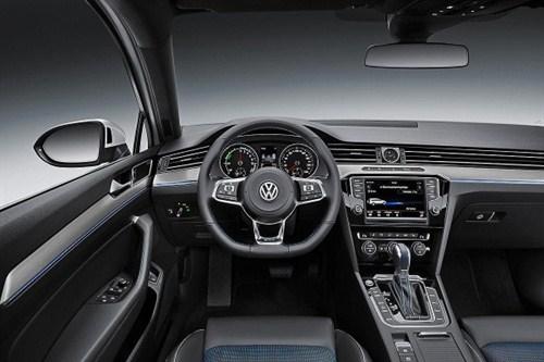 volkswagen-passat-gte-interiors-600x400_500x333